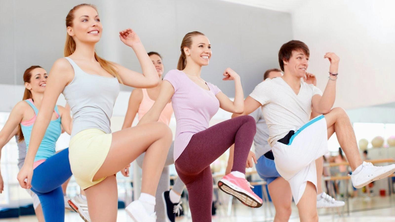 Tập các bài tập aerobic giảm mỡ bụng